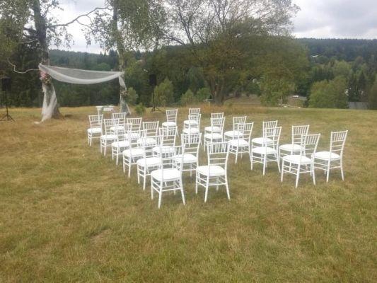 židle-Chiavari-svatební-obřad
